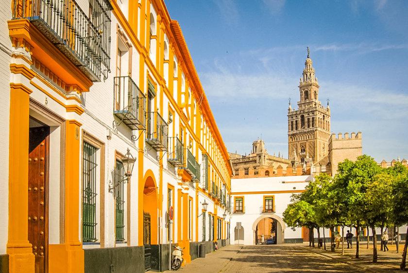 barrio-de-santa-cruz-Seville-840x562